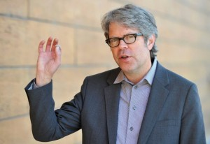 epa04717925 US writer Jonathan Franzen arrives for the opening of the 22nd Budapest International Book Festival at the Millenaris Theatre, in Budapest, Hungary, 23 April 2015. Franzen received the Budapest Grand Prix from the president of the Hungarian Publishers' and Booksellers' Association (MKKE) during the ceremony. EPA/TAMAS KOVACS HUNGARY OUT +++(c) dpa - Bildfunk+++